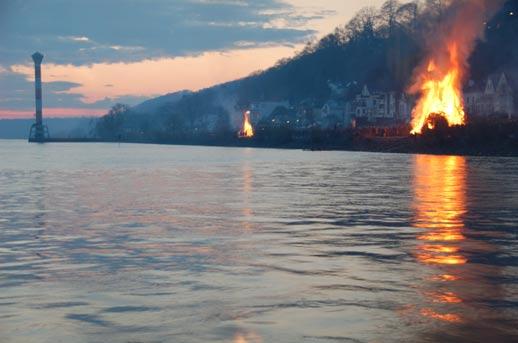 Die Osterfeuer bei Blankenese